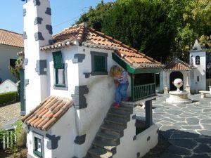 Autocaravana en familia en Portugal dos Pequenitos